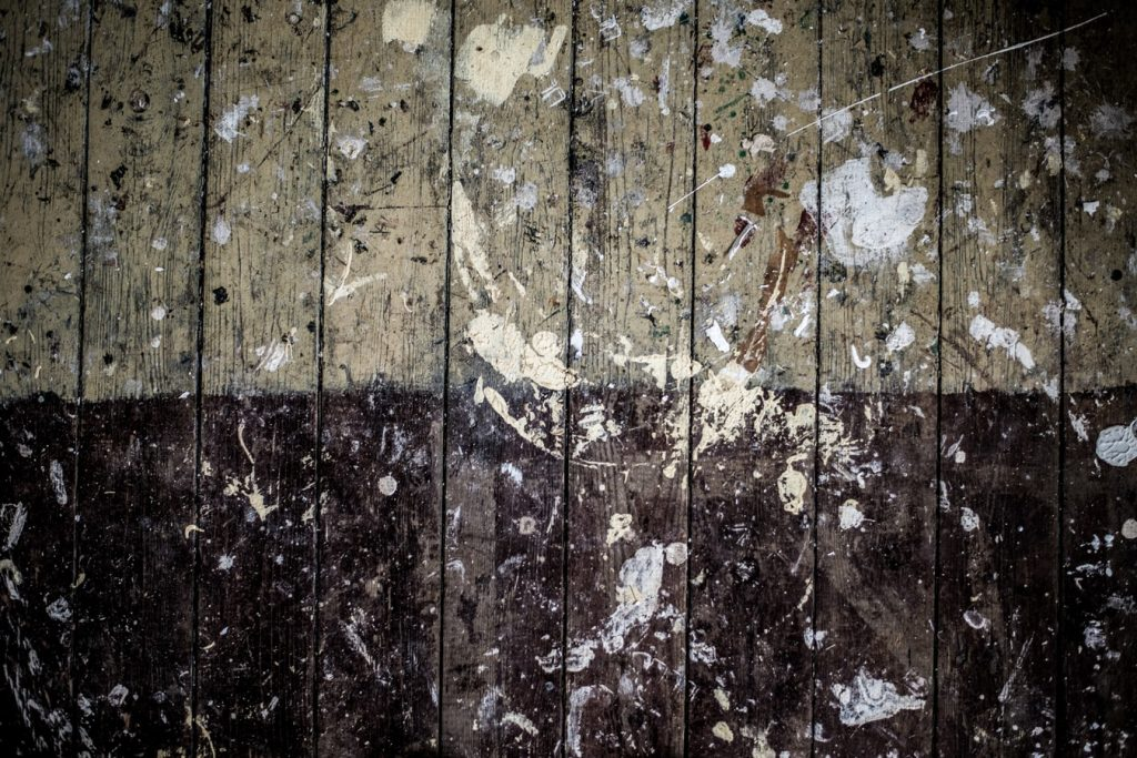 How to remove spray paint from wooden floors