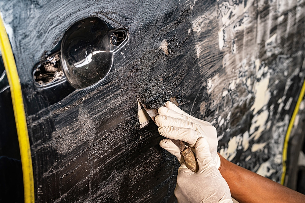 """If you have ever tried removing paint from a metal surface, you will know how difficult and time-consuming it can be. While there are many methods to remove paint from metal, most are labor-intensive and frustrating. If you're like the majority of us, you won't have time to spend hours upon hours trying to scrape off flakes of paint. Thankfully, there are ways to remove this paint without having to book time off work and cancel all of your future plans! By finding the right product to replace this pesky paint, you will be able to spend more time painting the item or simply erase mistakes from a previous painter. With so many products on the market that promise to get the job done, it can be frustrating trying to find the right one for your needs that actually works. This is where we step in! We have done over 20 hours of thorough research and found the best 8 paint strippers for metal so you don't have to. All of these are high-quality products that promise great results. Let's take a look at all of our products below so you can remove that paint once and for all.  <table id=""""tablepress-19"""" class=""""tablepress tablepress-id-19 tablepress-responsive""""> <thead> <tr class=""""row-1""""> <th class=""""column-1"""">Image</th><th class=""""column-2"""">Product</th><th class=""""column-3""""></th> </tr> </thead> <tbody> <tr class=""""row-2""""> <td class=""""column-1""""><div class='t-plash'>Top Pick</div><a href='https://www.amazon.com/dp/B001F0KO2S/?tag=swm90b-20' target='_blank' rel=""""nofollow noopener""""><img alt='Dumond Chemicals Smart Strip Advanced Paint Remover' src='https://images-na.ssl-images-amazon.com/images/I/71AS7zIb-KL._SL1500_.jpg'></a><br /> <div class='dop-but'><div class='star-ratings-sprite'><span style='width:100%' class='star-ratings-sprite-rating'></span></div></div></td><td class=""""column-2""""><a href='https://www.amazon.com/dp/B001F0KO2S/?tag=swm90b-20' target='_blank' rel=""""nofollow noopener"""" class='t-fich-name'>Dumond Chemicals Smart Strip Advanced Paint Remover</a><ul class='t-fich'><li>En"""