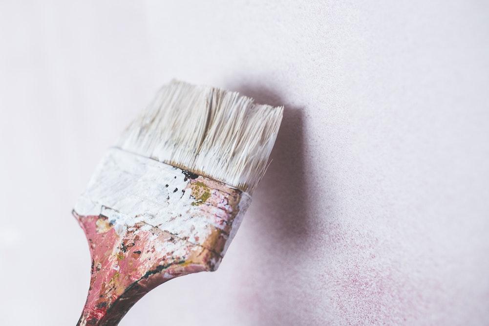 Dry brushing paint